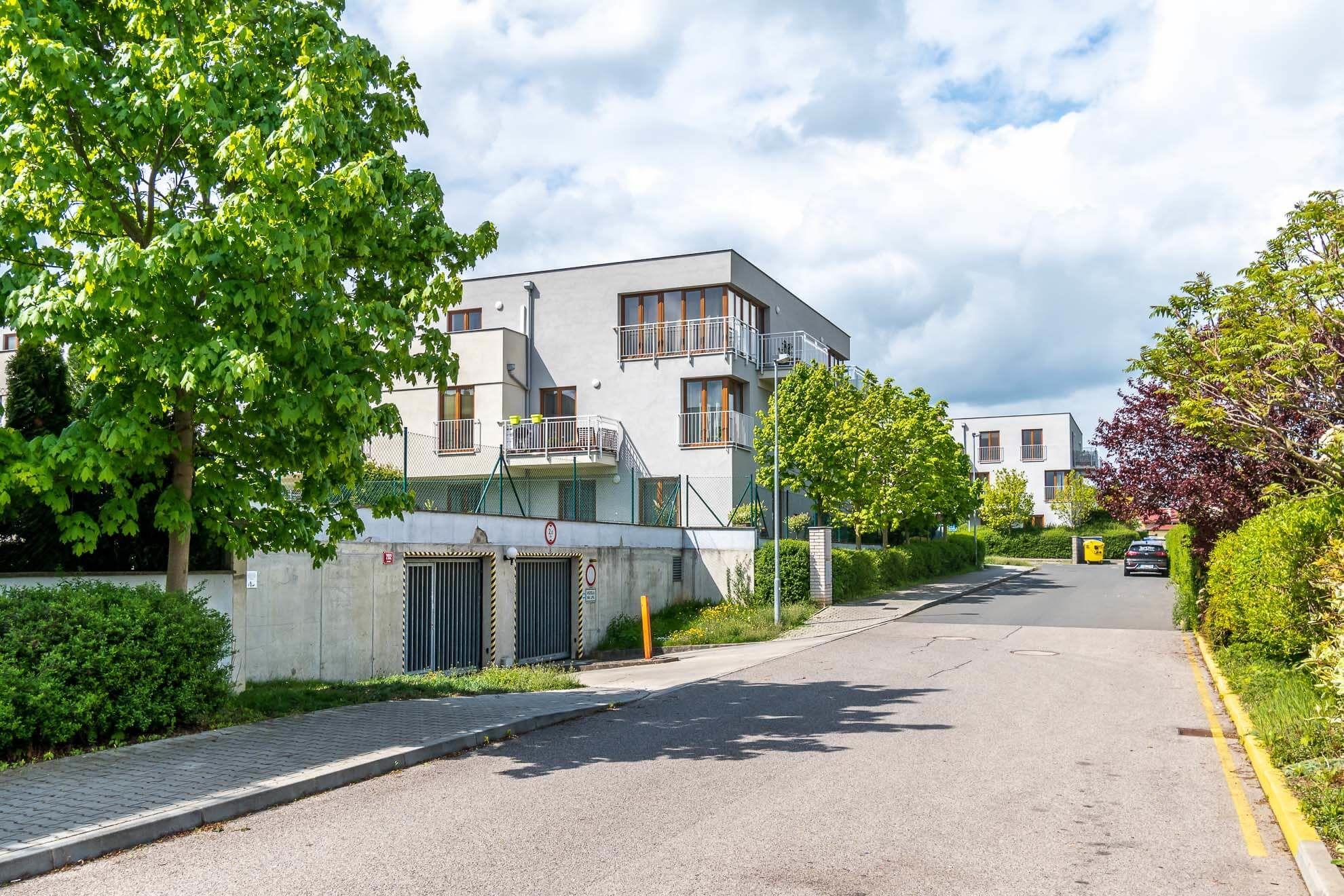 Prodej garážového stání 14 m², Zbuzany