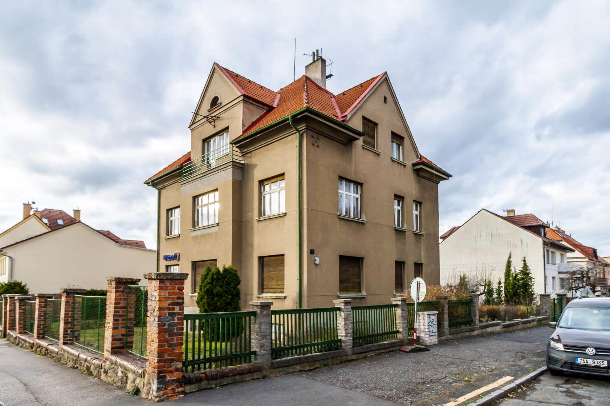 Prodej domu 660 m2, Praha 8, Kobylisy